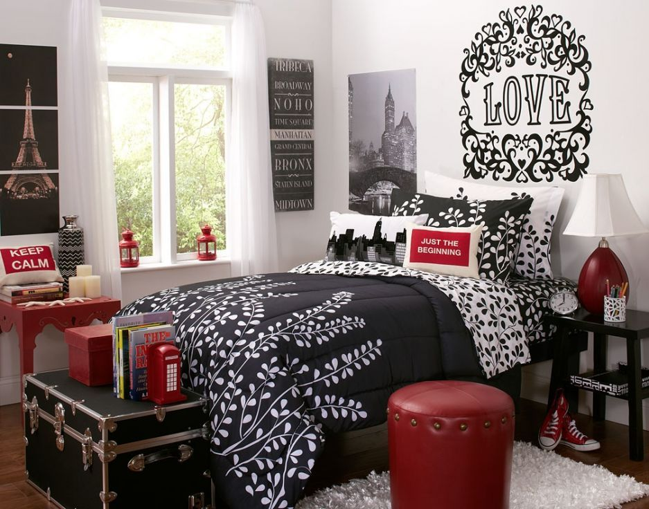 Sweet Chic Dorm Room Makeover With Black White And Red Interior Bedroom Red Dorm Room Bedding Paris Themed Bedroom