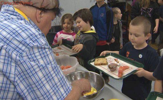 Olympian Mikaël Kingsbury, mayor Denis Coderre have breakfast with Lachine students