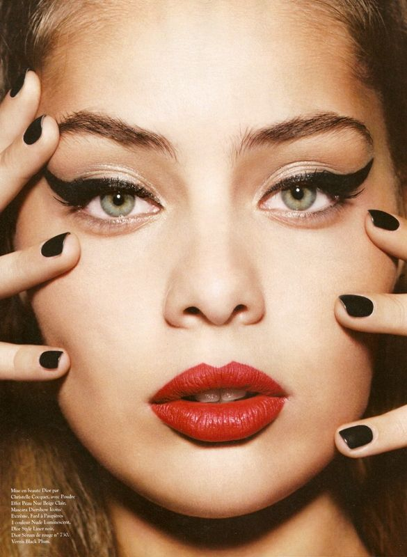 Cat Eye And Bold Lip Makeup Good For Every Day Or Evening Yeux