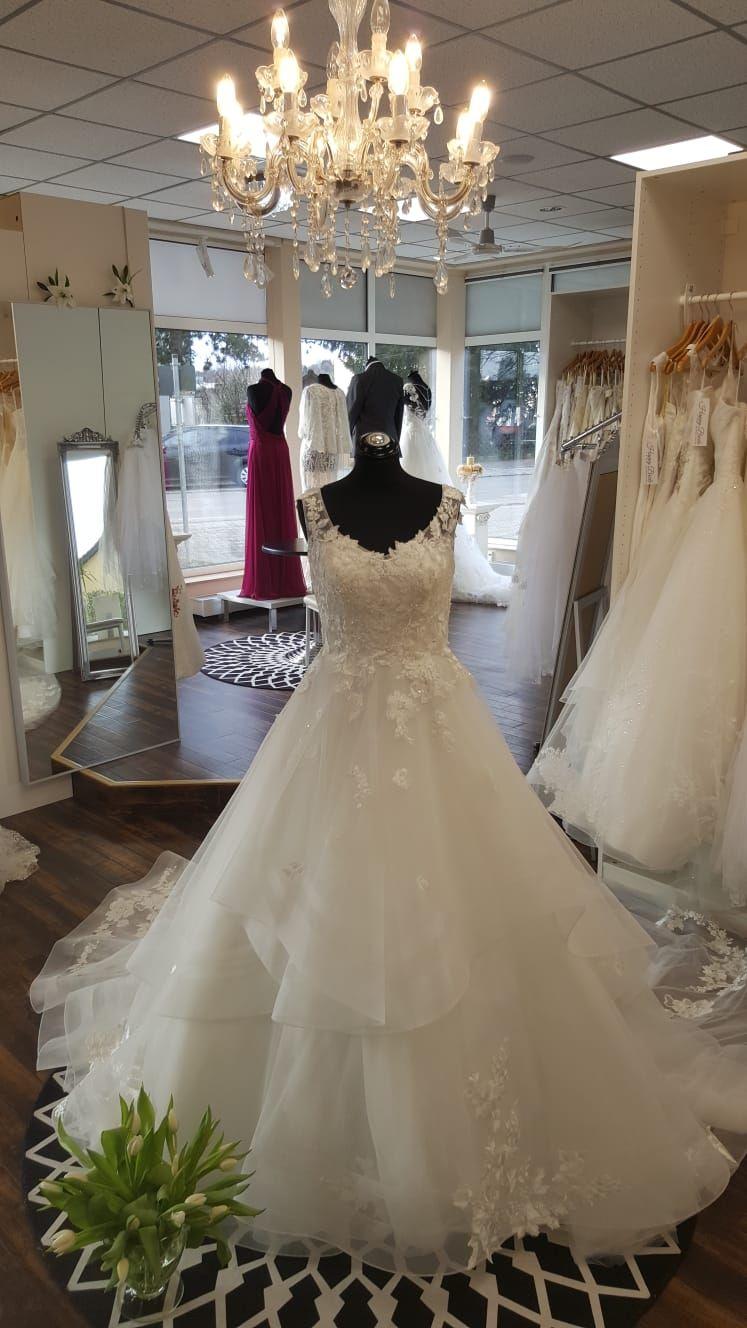 Exclusiv Weddingdresses Are Elegant Bridal Gowns For Brides Exclusiveweddingdresses Lexington Bridalshop Boston Mass Bridal Wedding Dresses Bride