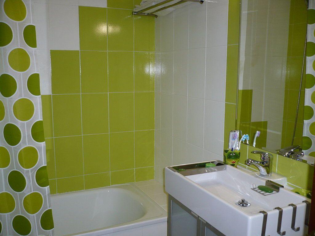 Pintar azulejos cuarto de ba o decorar tu casa - Reloj cuarto de bano ...