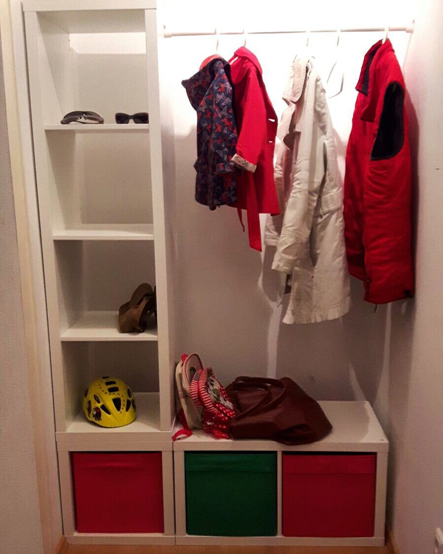 put it right in the closet neue garderobe ikea hacks kallax 4er kallax 1er kallax 2er. Black Bedroom Furniture Sets. Home Design Ideas
