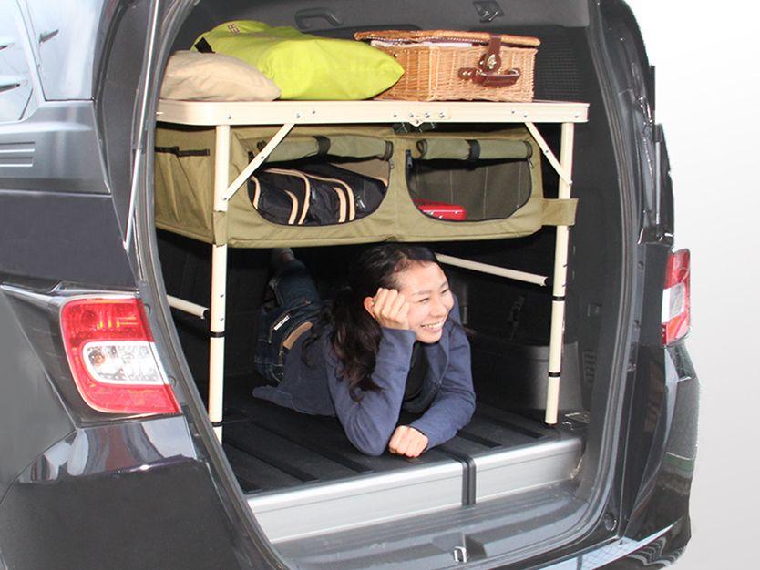 キャンプの準備欲を掻き立てるグッズが ビーズ株式会社のアウトドア用品ブランド Doppelganger Outdoor R ドッペルギャンガーアウトドア より発売 車内でキャンプ用品を整理するための棚になるように設計された チェア グッドラックソファ とテーブル グッド