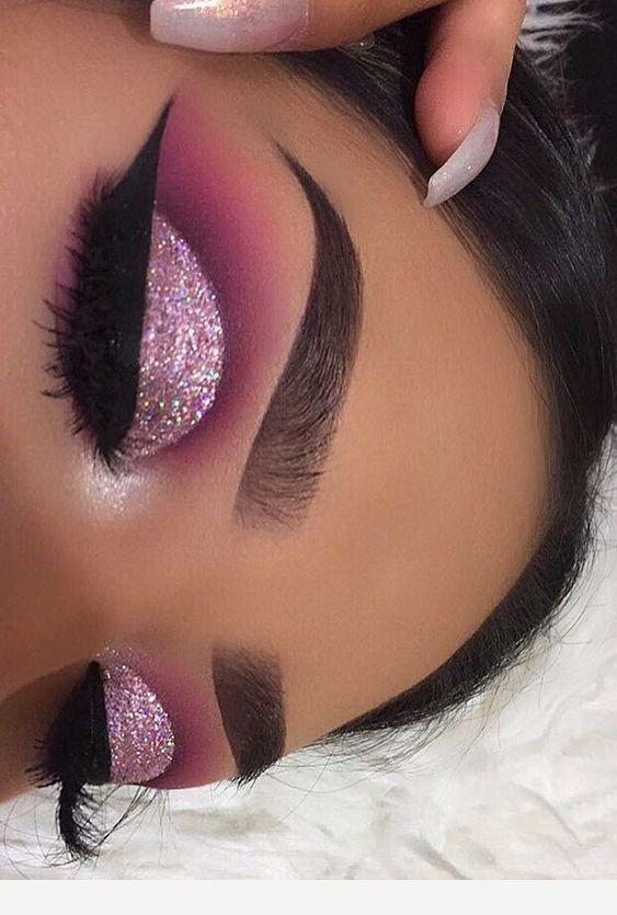 Photo of Augenbrauen und Make-up-Glitzer sind beeindruckend – #Augenbrauen # beeindruckend #Glitzer # … – Merge.bonheurfitness.com
