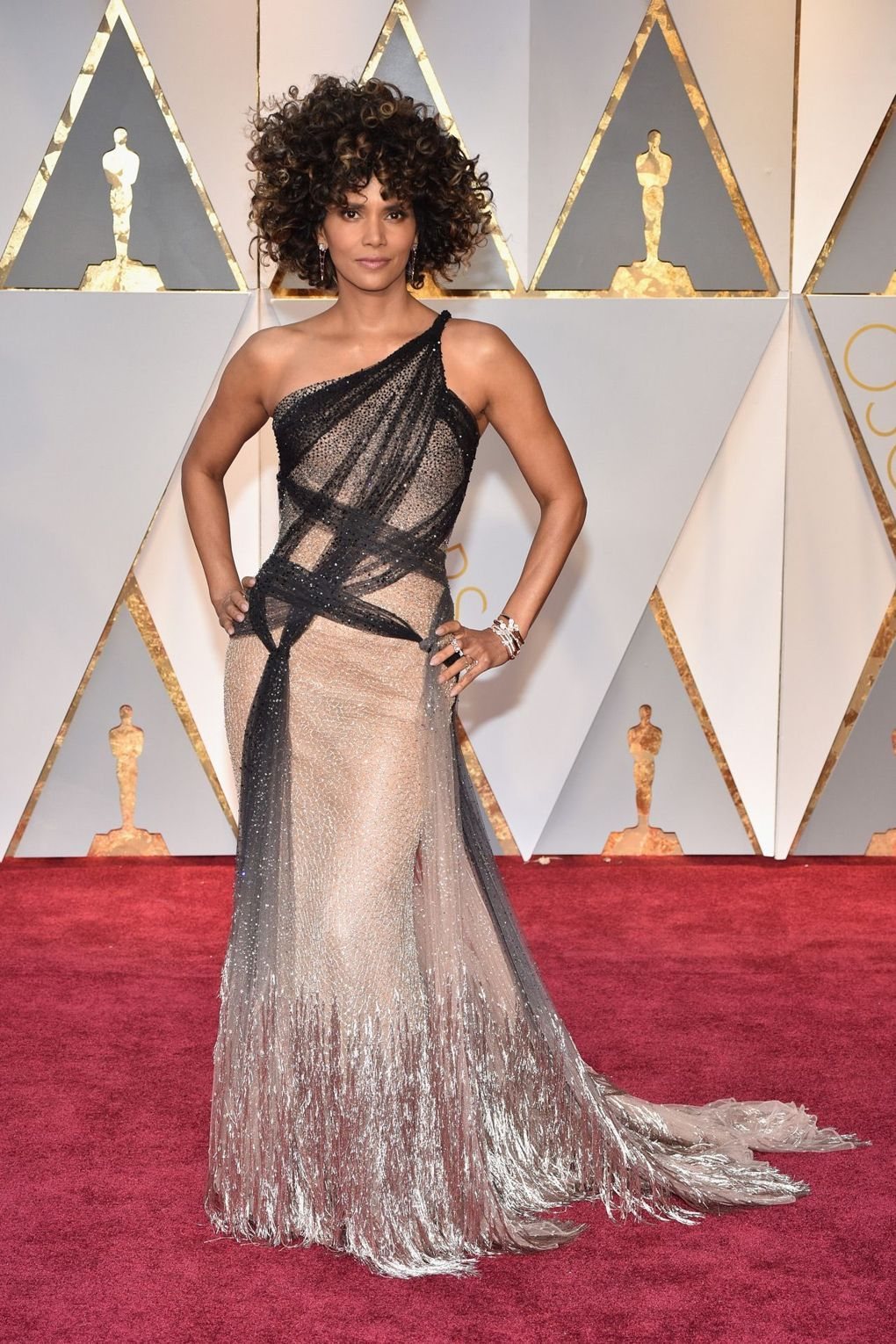 Halle Berry wasn't the only mega star harnessing the red carpet power of a shimmering dress last night. From full-look sequins, to glittering embellishment, the last word on Oscars 2017 style goes to the sparkling gown.