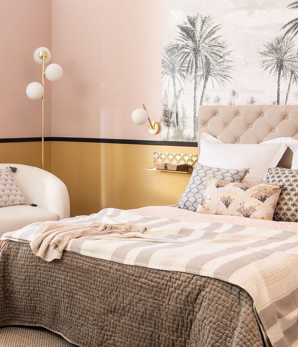 chambre esprit design touches de laiton or doré tableau palmiers