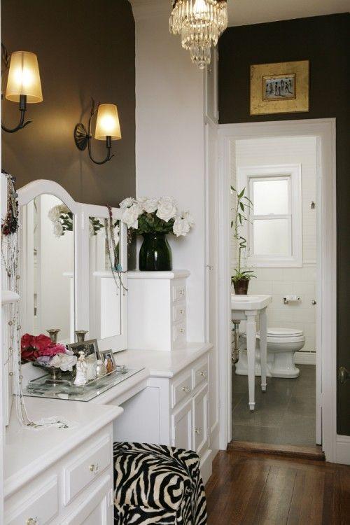 Coiffeuse blanche antique et pouf z bre bedrooms living - Coiffeuse salle de bain ...