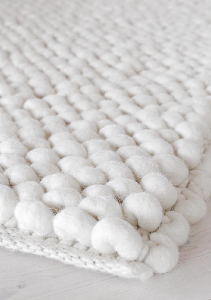 Gemütlicher Teppich Für Das Helle Schlafzimmer Rug Update | Stylizimo Blog  #aupingde #designbett #
