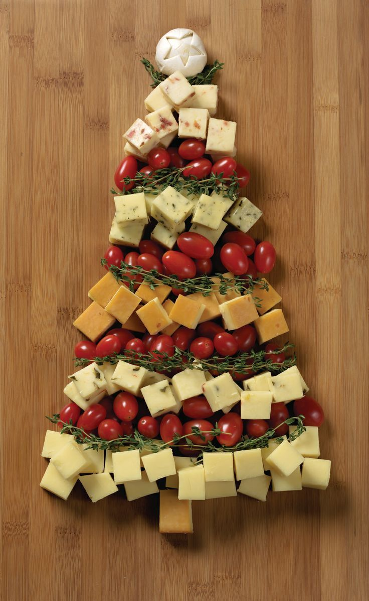 Festive Cheddar Tree and other Christmas appetizers.