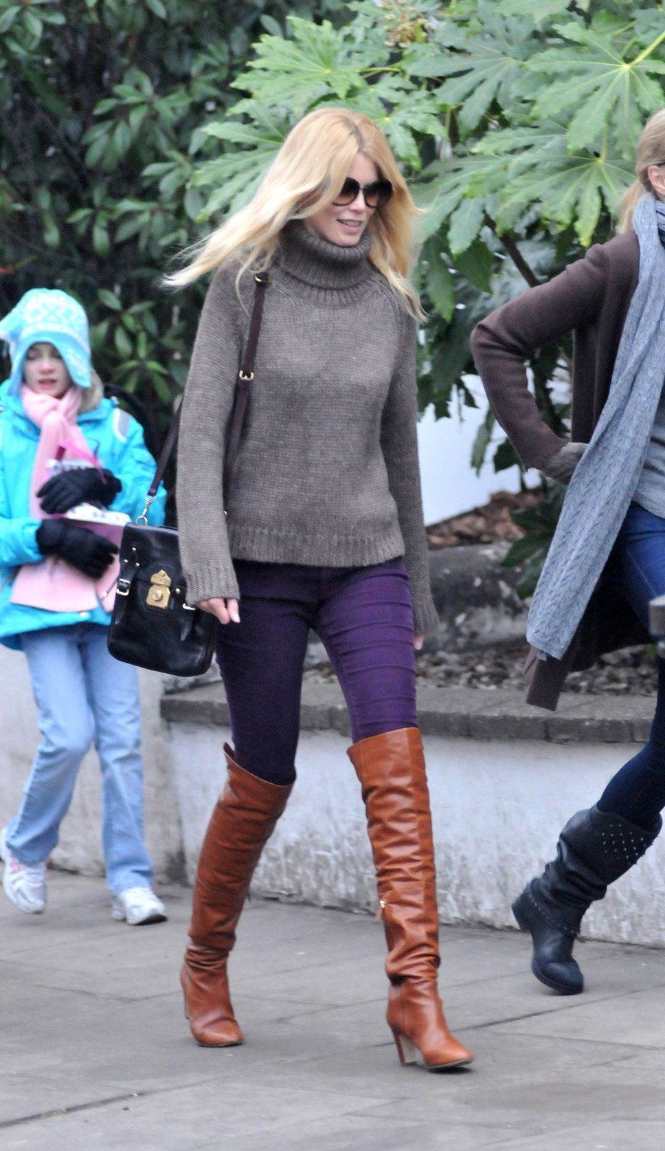 Claudia Schiffer  http://photos.posh24.com/p/1518891/z/fashion_pictures/claudia_schiffer_purple_pants.jpg
