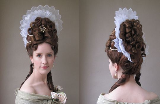 Fontanges Were Headdresses Supported By A Wire Framework Called A Commode Reproduction Coiffures Historiques Coiffure Coiffe