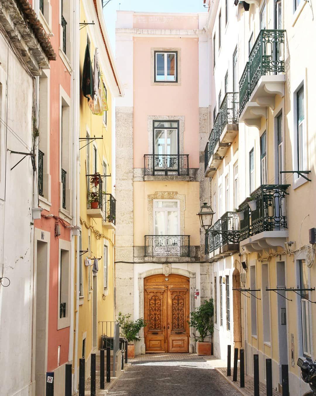 Sonntags Im Bairro Alto Bairroalto Lissabon Lisbon Portugal Urlaubinportugal Unterwegs Reise Reiseblogg Wonders Of The World Visit Lisboa Places To Go