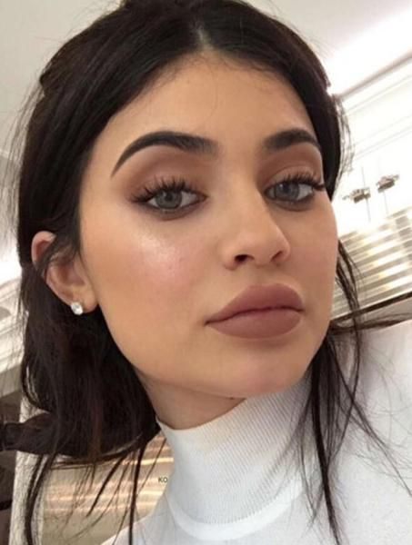 Achieve Natural Makeup Look For Holidays And Daily Use