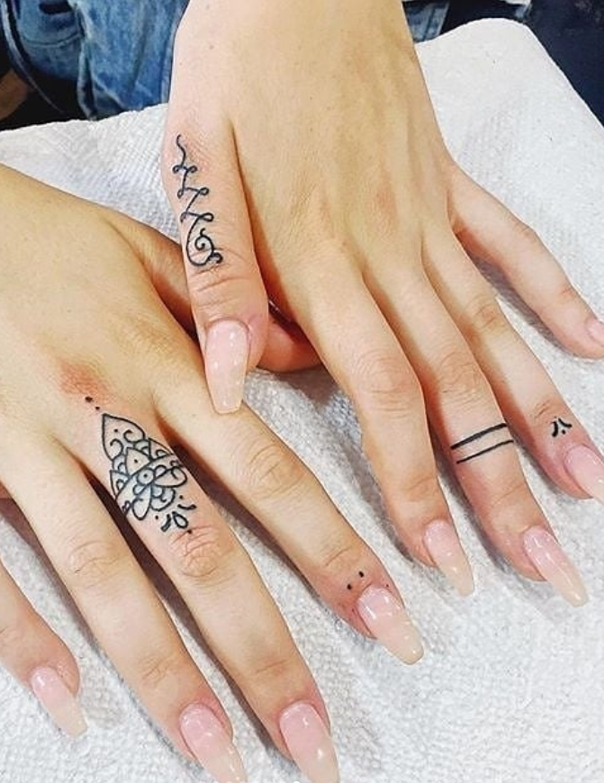 45 Meaningful Tiny Finger Tattoo Ideas Every Woman Eager To Paint Page 16 Of 45 Latest Fashion Trends For Woman Henna Finger Tattoo Finger Tattoos Small Finger Tattoos