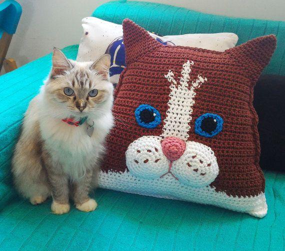 Ravelry: Kitty-Cat Mini Cushion pattern by Annaboo's House | 502x570