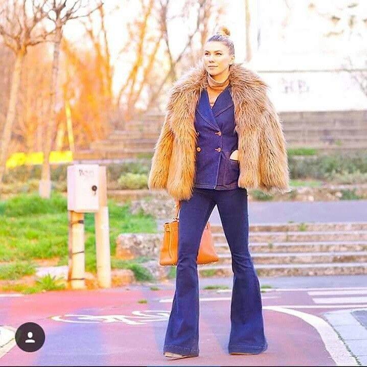 La web influencer @zhanna_bianca indossa il completo in denim come alternativa al classico tailleur per l ufficio per un look urban chic. #stefanel #stefanelvigevano #vigevano #lomellina #piazzaducale