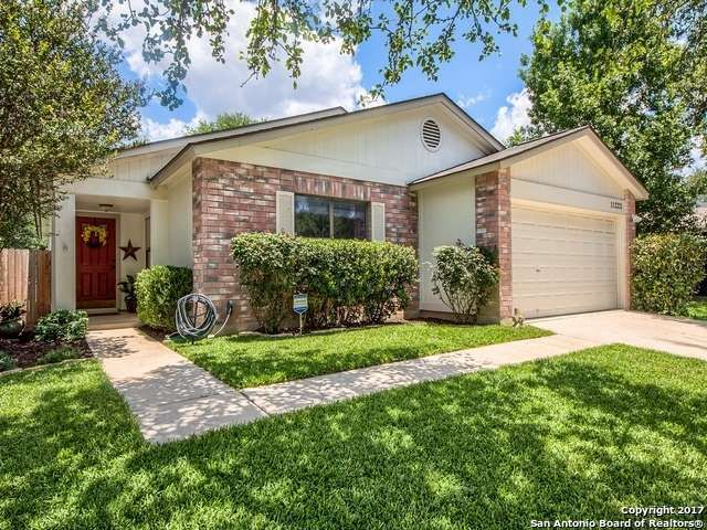 Single Family Detached San Antonio Tx Well Maintained 4 Bedroom 2 Bath Single Story Home With No Carpet Pride Sale House Single Story Homes Land For Sale