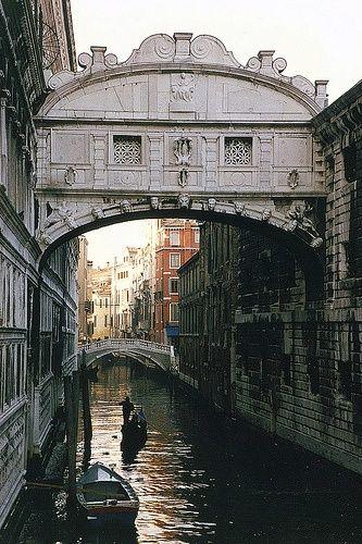 Puente De Los Suspiros Venecia Places To Travel Places To Go Venice Bridge