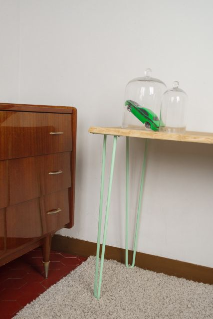 Hairpin legs (pieds en épingle) de l'atelier Ripaton  http://www.homelisty.com/hairpin-legs-france/