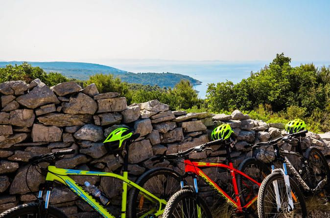 Private Bike Tour: Discover Solta Island On and Off-Road from Split 			Explore Solta Island from Gornje Selo to Maslinica on-road and off-road. Stay in contact with nature and enjoy beautiful landscapes. Unforgettable private tour with moderate activity level and assistance on the go. 					All you need is to take your sports clothes and shoes, sunscreen, ferry tickets and embark the ferry on time. Everything else is our concern!When you get to Solta we will be waiting for you ...