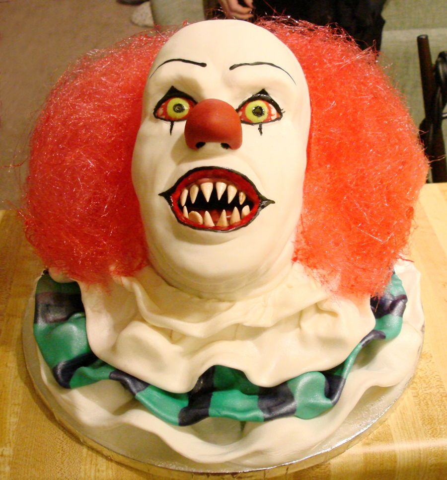Strange Pennywise It Scary Cakes Clown Cake Carnival Cakes Birthday Cards Printable Trancafe Filternl