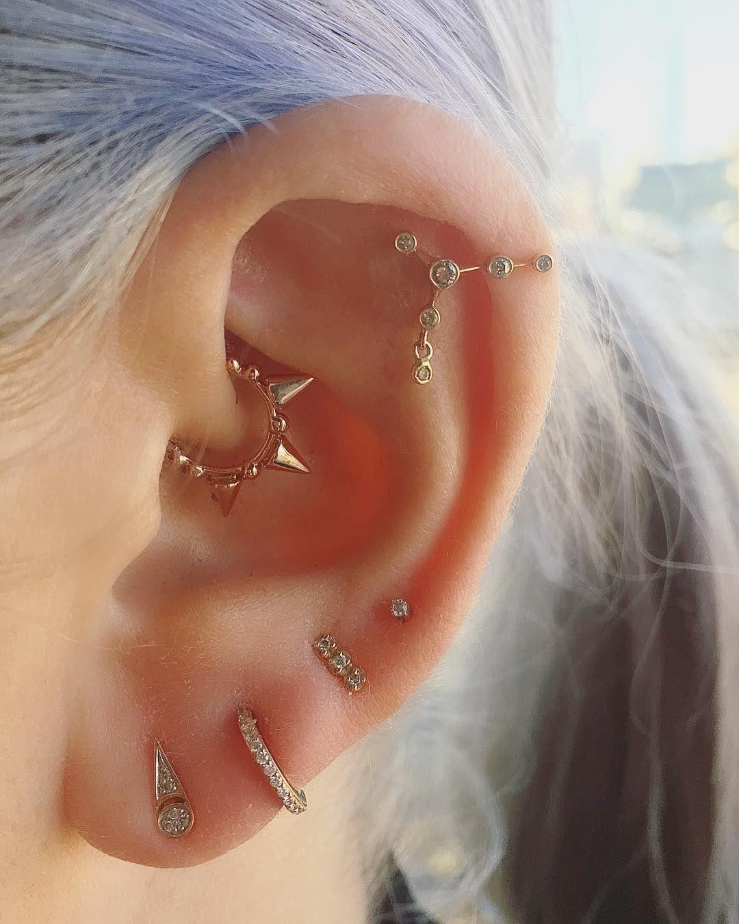 Nose piercing through the middle  Ce piercing est un remède contre les migraines mais il est aussi