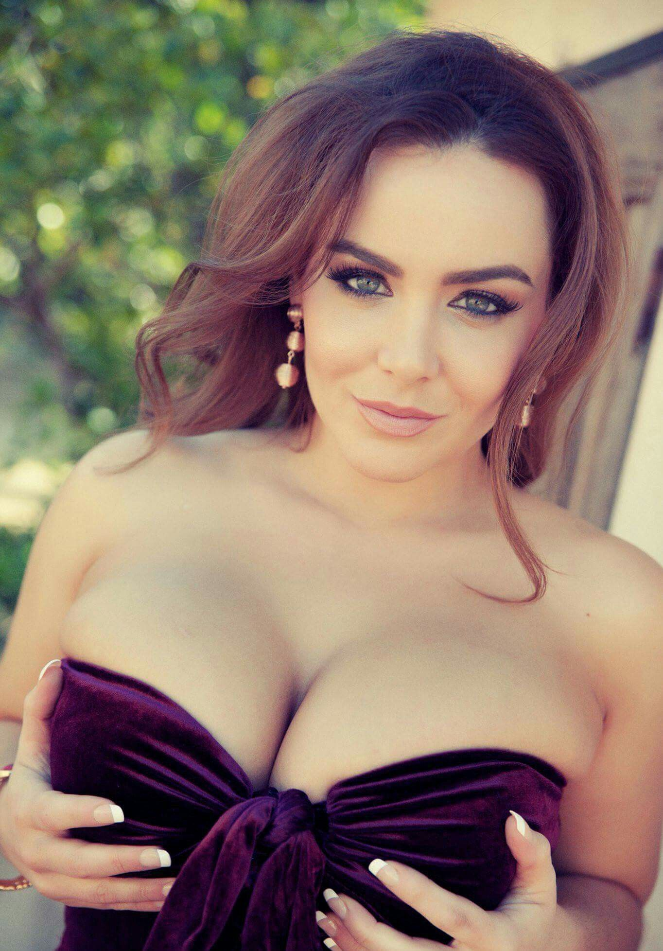 Hottest boobs in world