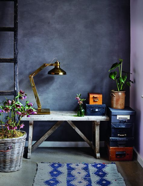 Photo of Lav en flot rustik væg med indfarvet kabe-spartel, og lad væggen ligne en mode…