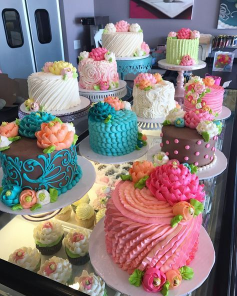 So many beauties going out into the case today! We sell ready to go#Birthday#cakes