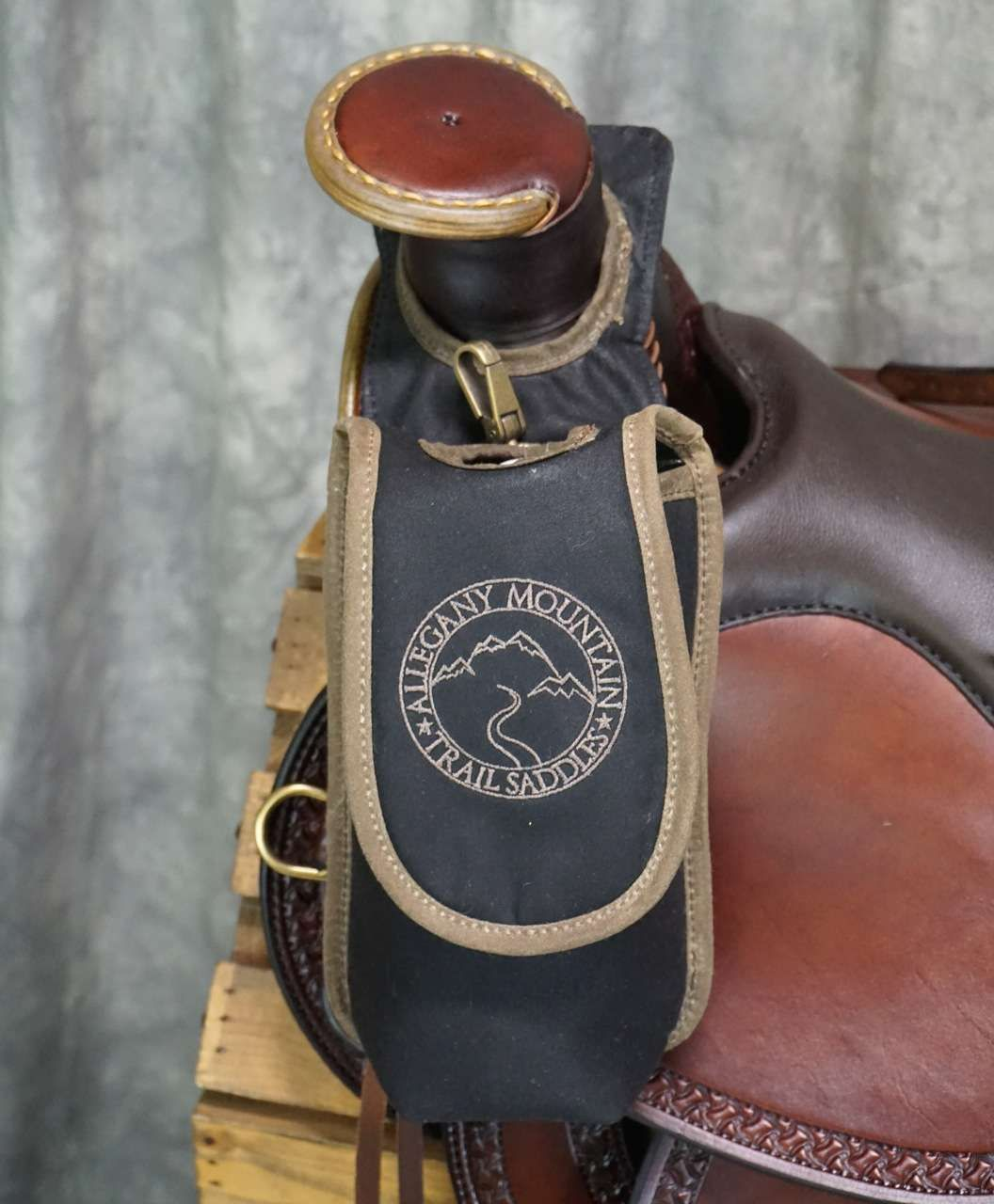 Showman Endurance Trail Riding Insulated Water Bottle Cell Phone Carrier Holder