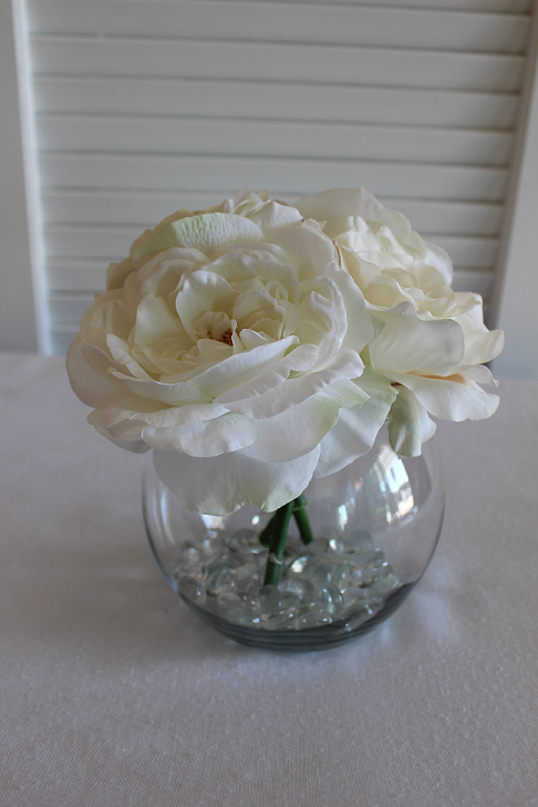 White Roses In Round Vases For Wedding Reception Centerpieces