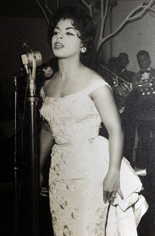 Angela Maria no memorável show realizado em dezembro de 1957, no Clube Juvenil.  Foto: Studio Geremia, coleção particular de Hildo Boff, divulgação