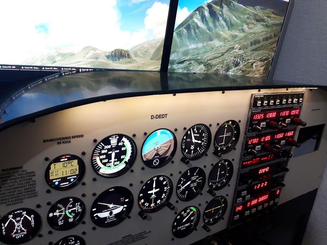 Picture   sim options   Flight simulator cockpit, Cessna 172