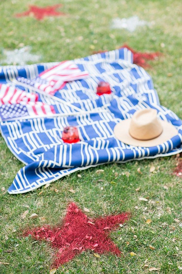How to Paint Stars on Your Lawn for the 4th of July - Sugar and Charm - sweet recipes - entertaining tips - lifestyle inspiration