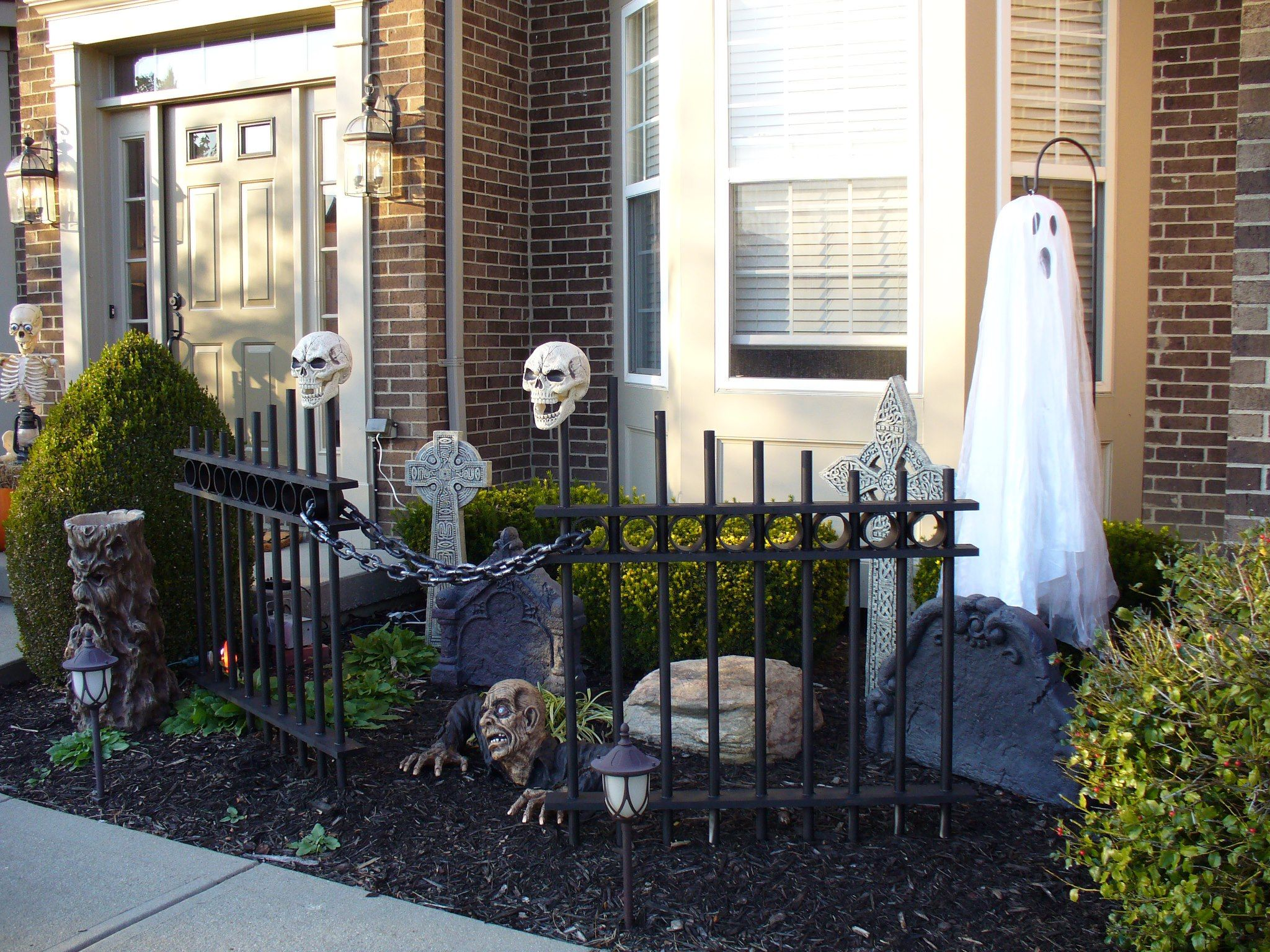 Photo Credit: Julie Owens  Grandin Road's Spooky Decor Challenge 2012