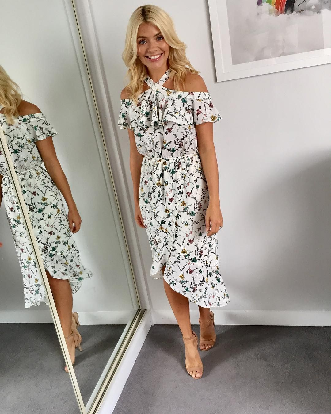 Watch Holly Willoughby's chic Hobbs trousers are the perfect wardrobe staple for autumn video