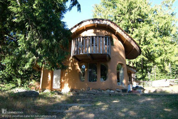 Esta casa fue la primera casa de cob arcilla arena y paja construida legalmente en canad fue - Casa in canapa costo ...