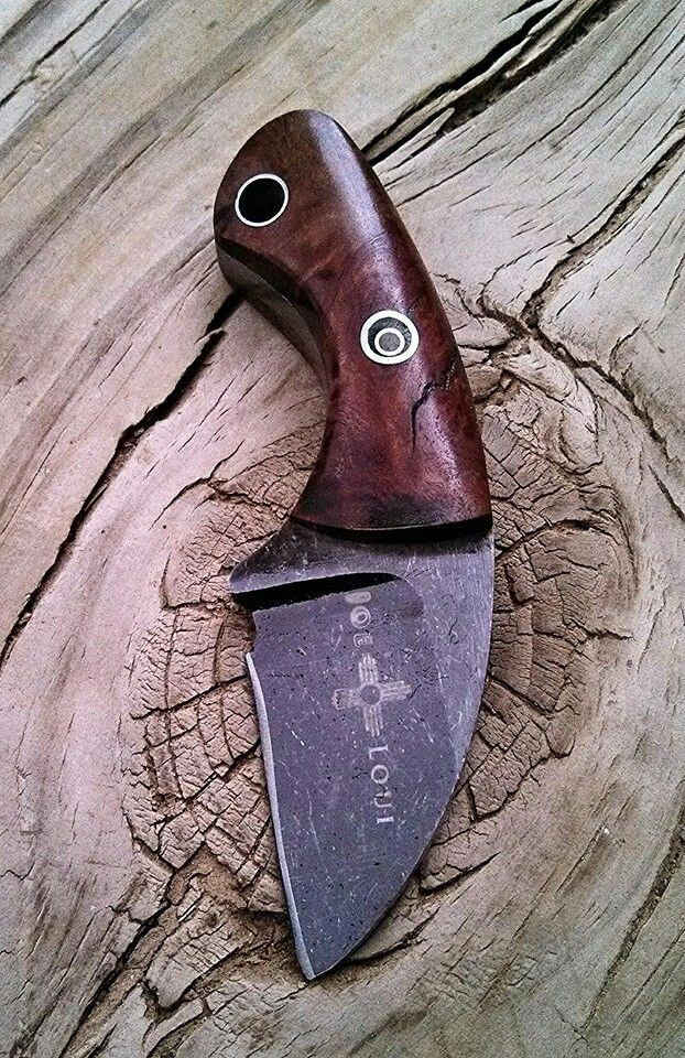 Neck knife  Nice back line curve, 2.5/3 finger grip, crescent moon mosaic pin is a cool idea,