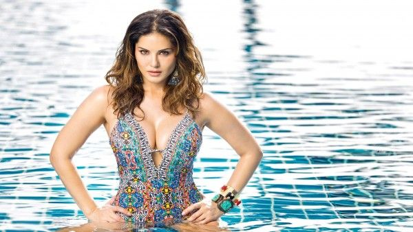Sunny Leone In Swimming Pool Hot Sexy Freshwidewallpaperscom 4k