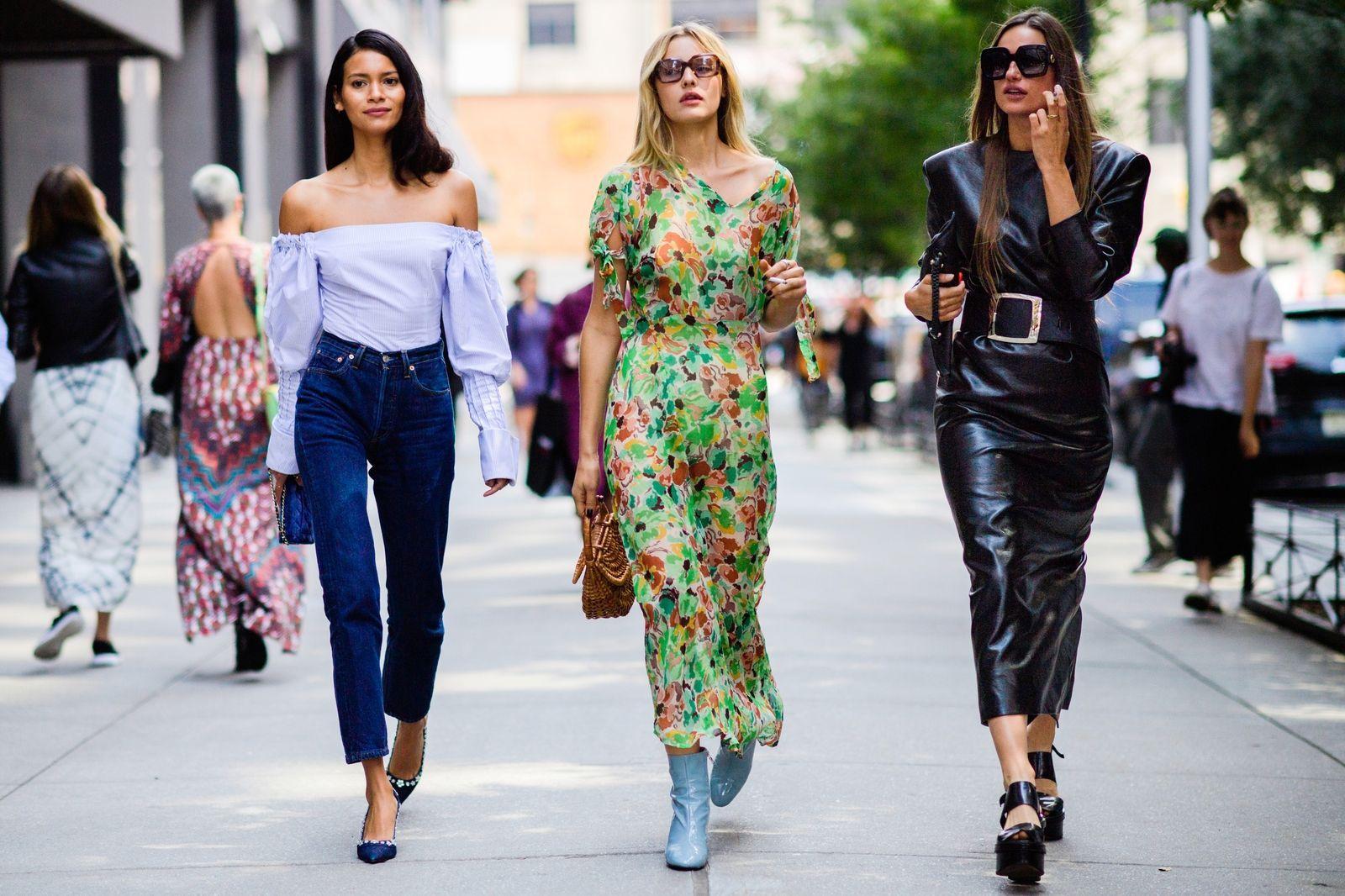 5fbf3ee0b4318 The Best Street Style from New York  Spring 2018 - HarpersBAZAAR.com