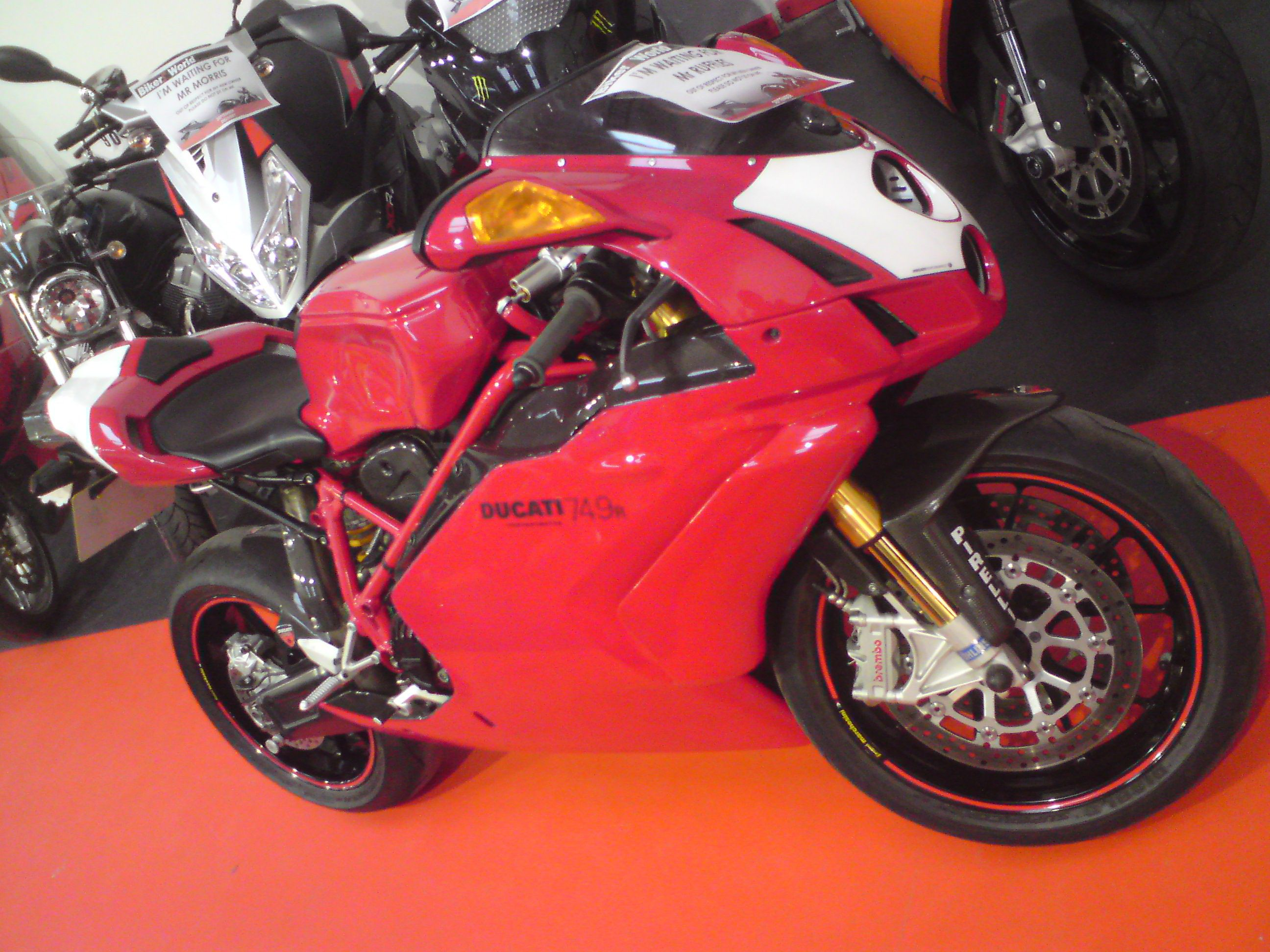 my old ducati 749r 2004 model full carbon not to be dropped  [ 2592 x 1944 Pixel ]