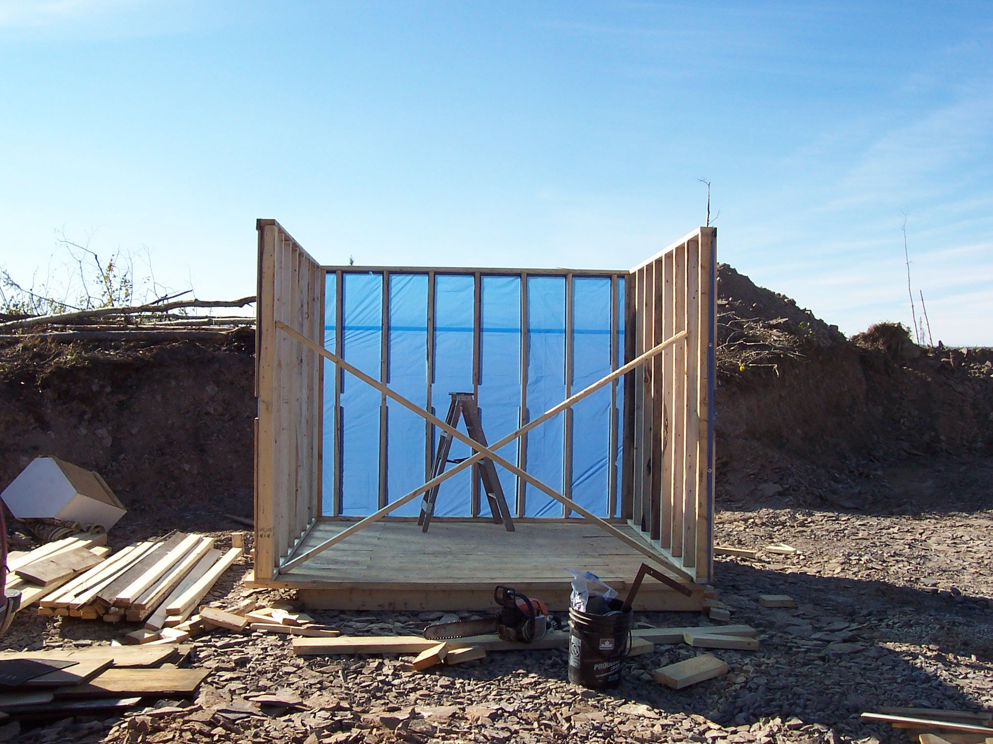 Building Camping Shelters : Building an emergency shelter out of s and tarps