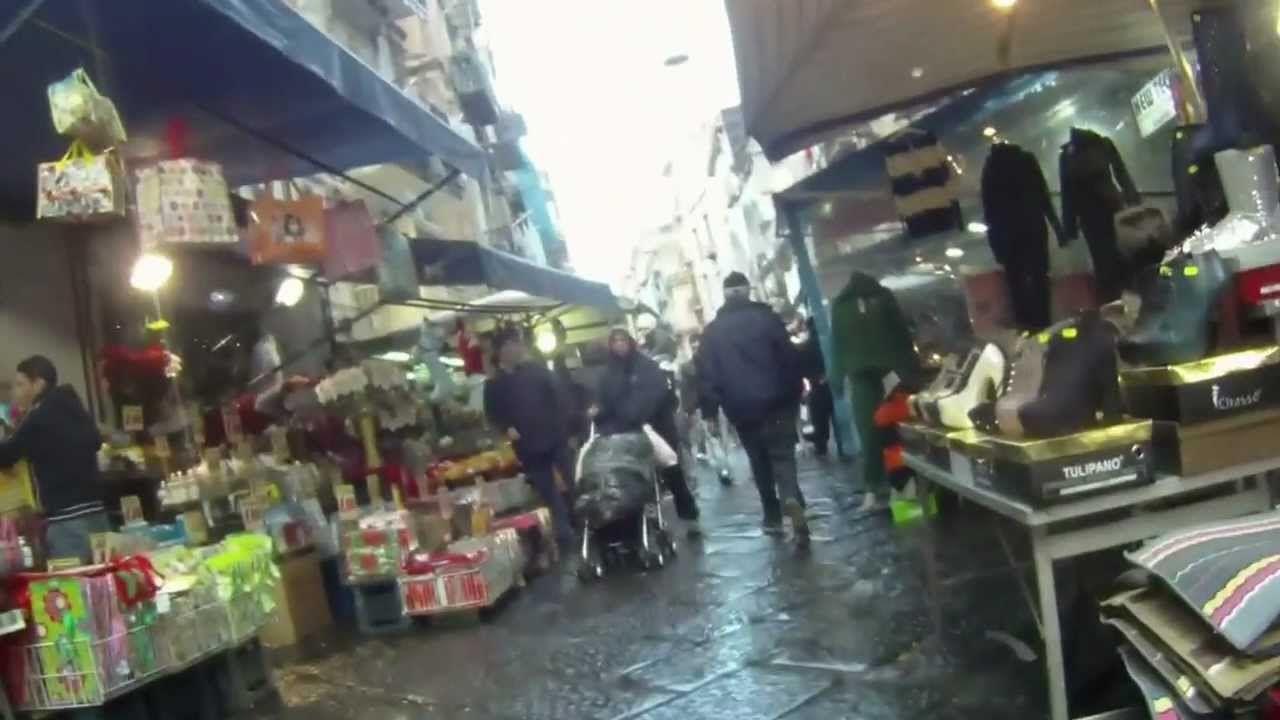 Napoli, Polizia Municipale sequestra 600 stecche di sigarette di contrabbando al Borgo Sant'Antonio Abate | Report Campania