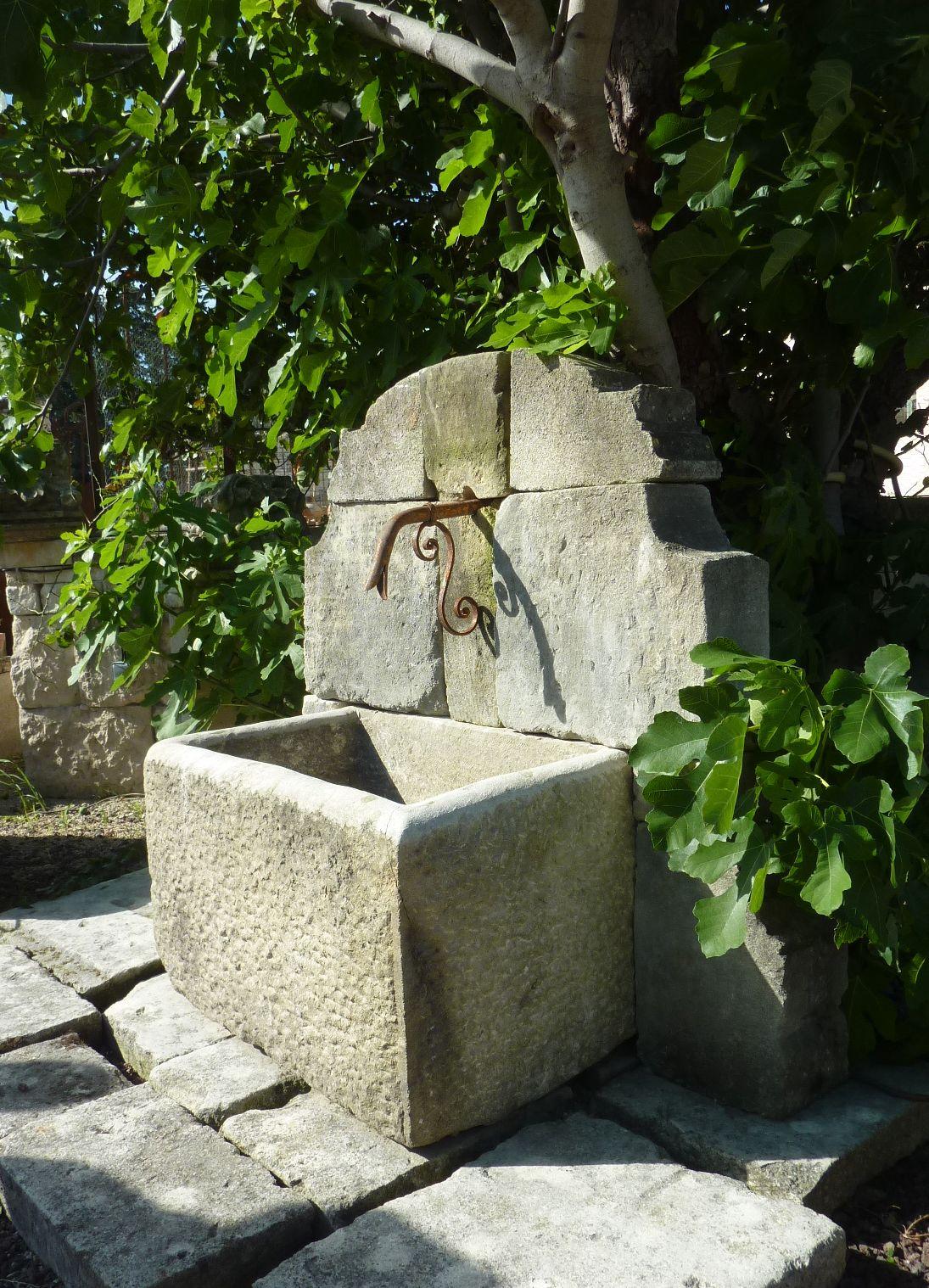 atelierbidal : Fontaine murale de jardin possédant un fronton ...