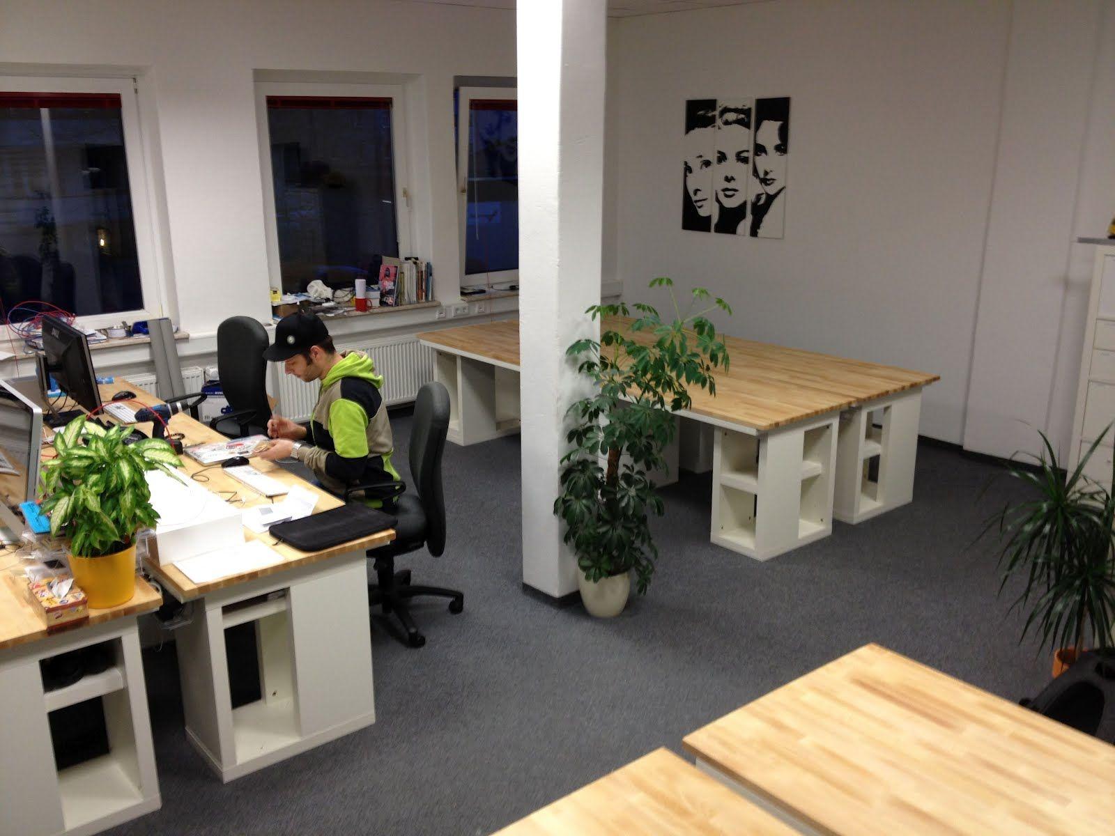 Space efficient it workstation under 250 00 euro ikea for Office design hacks