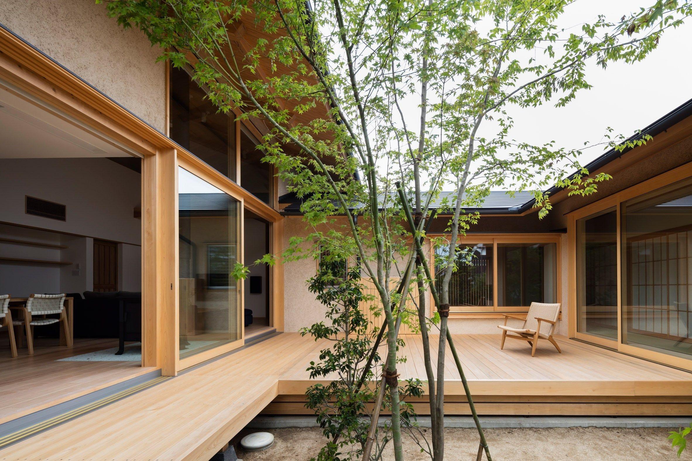 Desain Rumah Berbentuk U Dari Aristek Takashi Okuno Berita Arsitektur Jepang Arsitek Jepang Takashi O Rumah Halaman Rumah Arsitektur Rumah Arsitektur Modern