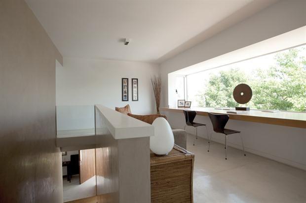 Tres casas modernas, cada una con su estilo House - balcones modernos