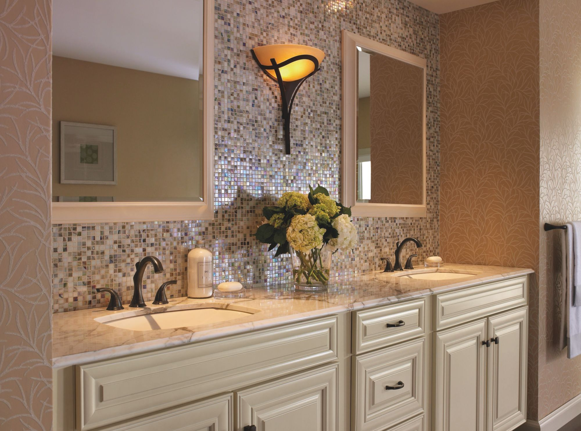 Delta 3592LF-RB Addison Two Handle Widespread Lavatory Faucet ...