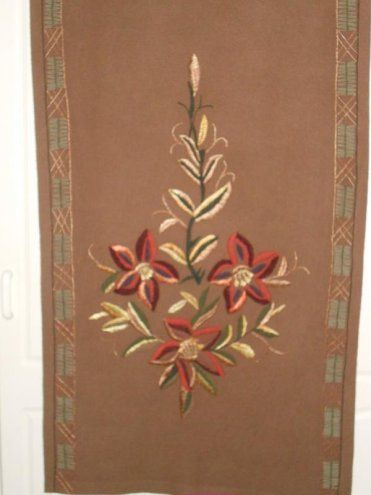 Kaunis vanha käsityönä tehty seinävaate Pohjakangas kudottu kangaspuissa.Käsinkirjottu jugend  tyylinen kuvio.Pituus n.170cmja leveysn.0,40cm