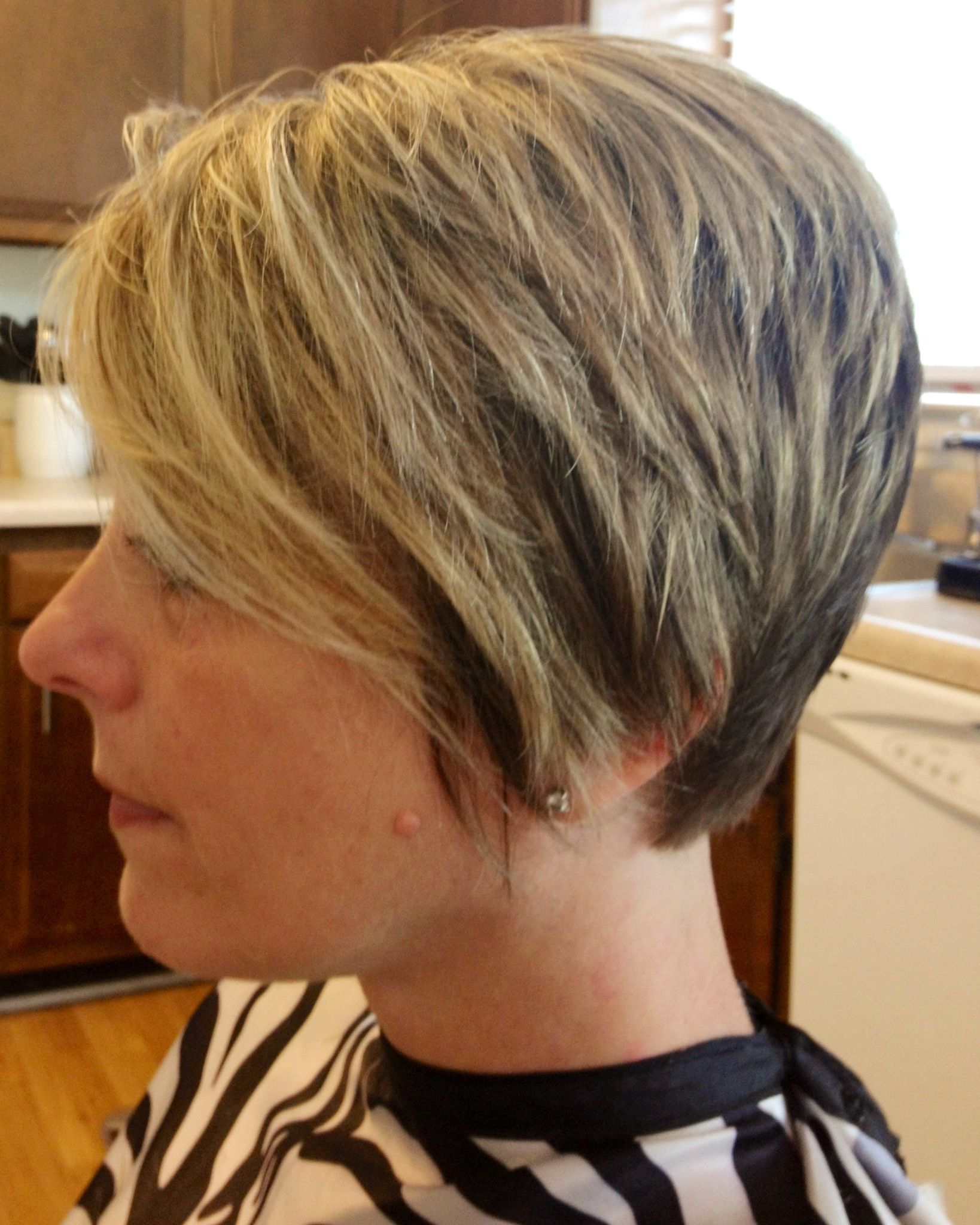 short hairstyle with ears covered | primpy | medium hair